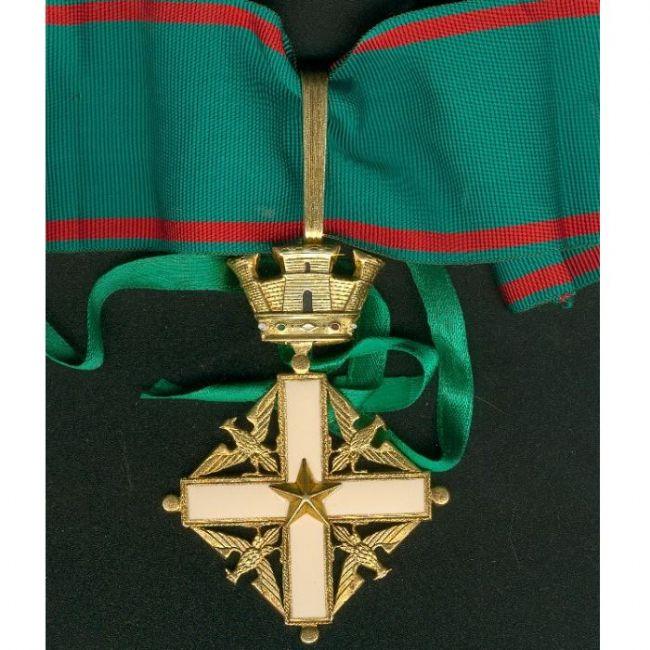 Medaglie roma croce da commendatore al merito della for Senatori della repubblica italiana nomi